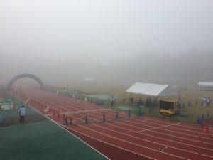 レース中もこんな霧でした!
